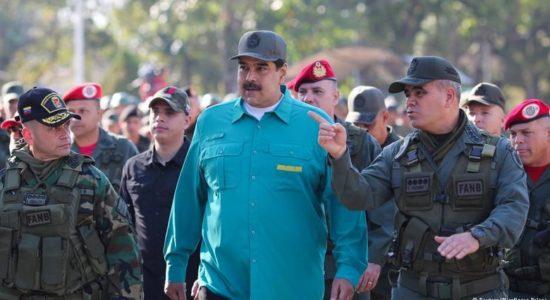 Maduro dan Guaido Berebut Dukungan Militer