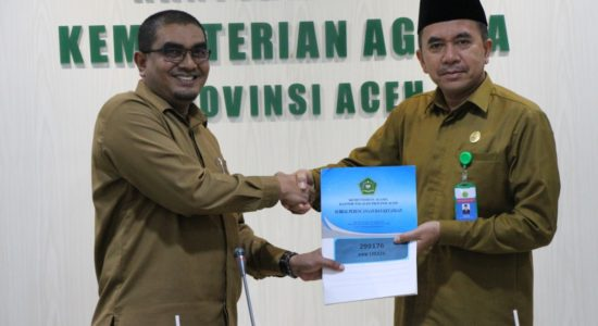 Kanwil Kemenag Aceh Serahkan DIPA 2020
