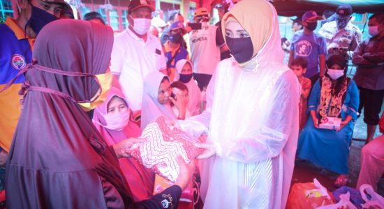 Dyah Serahkan Bantuan Logistik untuk Korban Terdampak Banjir