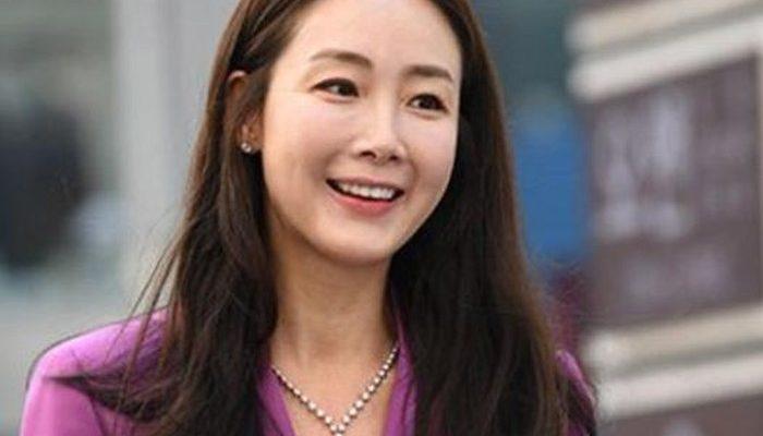 Aktris Choi Ji Woo Melahirkan Anak Pertama di Usia 45 Tahun