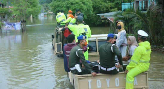 Dyah Tinjau Lokasi Banjir Di Darul Imarah