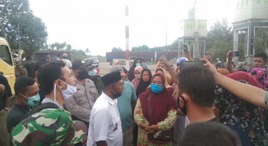 Warga Blokir Pintu Masuk PLTU Nagan Raya