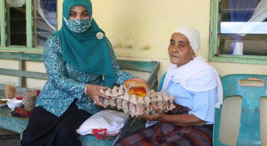 Ketua TP-PKK Pidie Salurkan Bantuan untuk Lansia