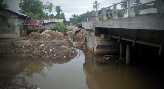 Rusak Imbas Pembangunan Jembatan