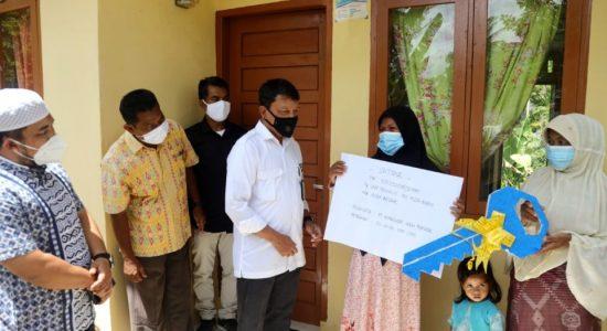 Pasangan Tunanetra Terima Rumah Bantuan Pemerintah Aceh