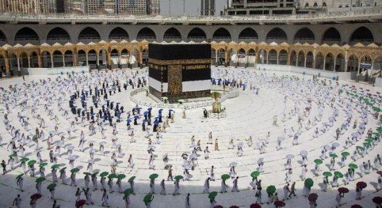 Arab Saudi Berlakukan Protokol COVID-19 saat Buka Umrah