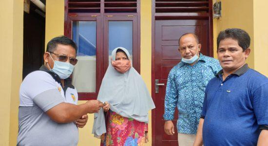 Wali Kota Serahkan Rumah untuk Nek Jauhari