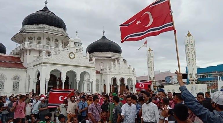 Masjid Raya Baiturahman Banda Aceh Dipenuhi Bendera Gam Acehimage Com