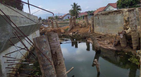 Pembangunan Jembatan Lampaseh Aceh- Merduati Terbengkalai