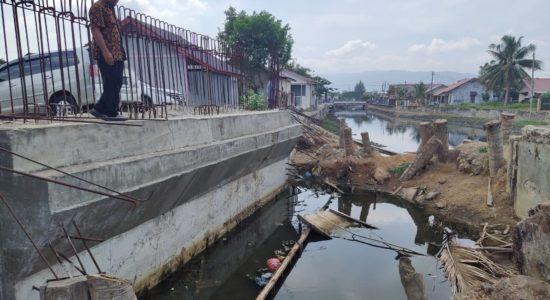 Kadis PUPR Tinjau Jembatan Lampaseh