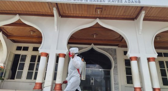 Denintel Semprot Disinfektan di Masjid An-Nur