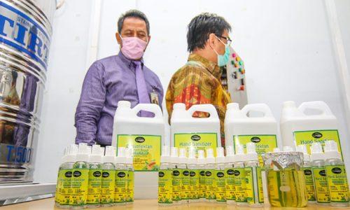 Bank Aceh Syariah Serahkan Tangki Pengolahan Hand Sanitizer