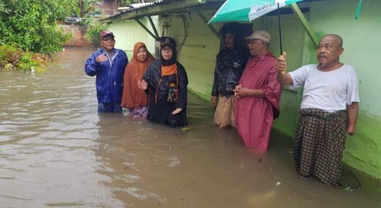 Tati Meutia Tinjau Rumah Warga yang Terendam Banjir