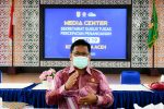 Tim Siaga Covid-19 Desinfeksi Area Rumah Pasien Positif Corona
