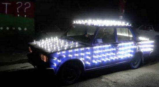 Mobil Ini Dipasangi 300 Buah Lampu LED