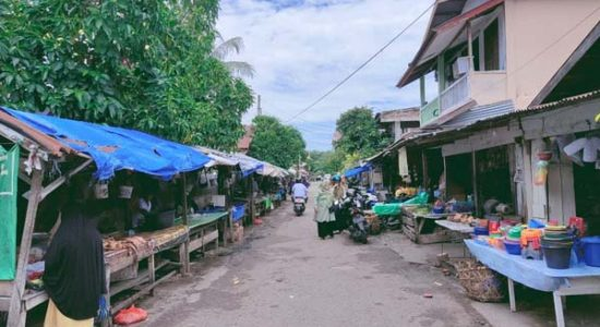 Warga Keluhkan Kondisi Pasar Kampong Peuniti Bau dan Jorok
