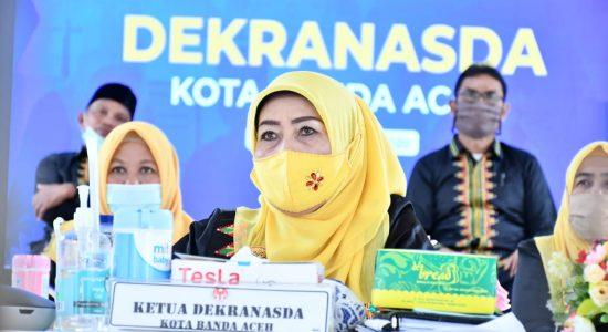 Hj Nurmiati Apresiasi Desainer Milenial Aceh