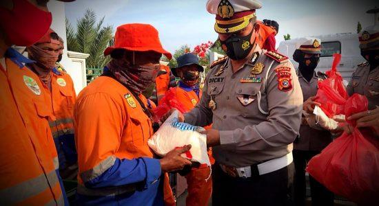 Dirlantas Polda Aceh Bersimpati, Bantu Sembako Untuk Pembersih Jalan