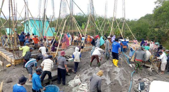 Masyarakat Kampung Tingkem Gotong Royong Bangun Meunasah