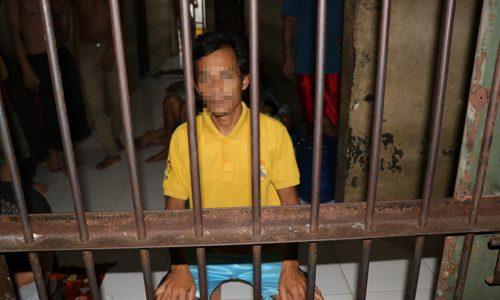 Istri Bersalin, Ayah Goyang Anak Tiri