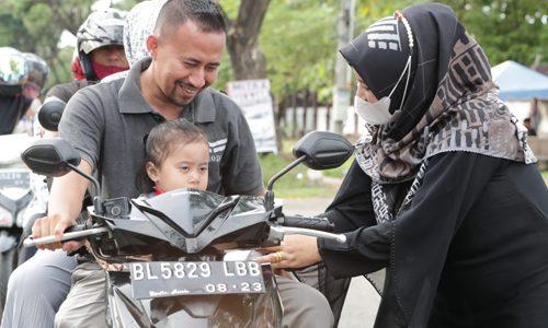 Semarak Ramadhan, SMK di Banda Aceh Bagi-bagi Takjil