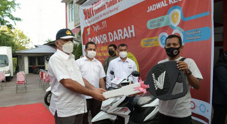 Tiga Pemenang Undian Tahunan PMI Raih Sepeda Motor
