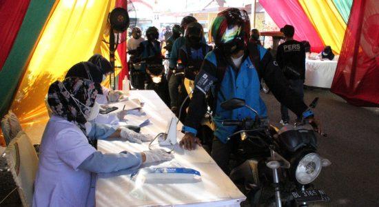 Ratusan Pengendara Ikut Vaksinasi Secara Drive Thru di Polres Lhokseumawe