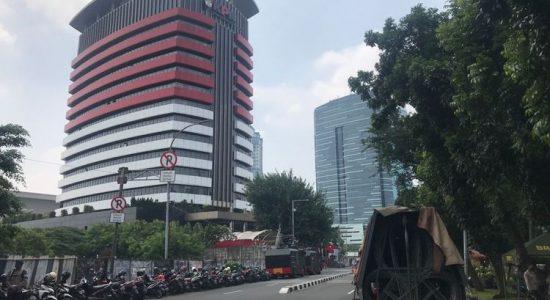Sehari Jelang Pemberhentian 57 Pegawai KPK, Aparat Perketat Penjagaan Gedung Merah Putih