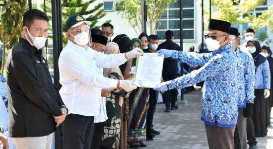 Sekda Aceh Serahkan 178 SK Kenaikan Pangkat dan Pensiun