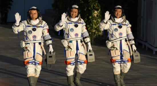 Tuntaskan Misi 90 Hari di Luar Angkasa, 3 Astronaut China Kembali ke Bumi