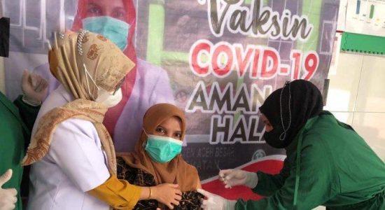 Guru di Aceh Besar Antusias Ikut Vaksinasi Massal